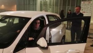 Consegna auto a Gregorio Paltrinieri