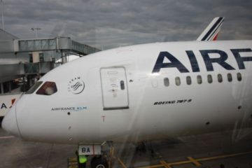 Il nuovo B787 di Air France al finger di Cdg