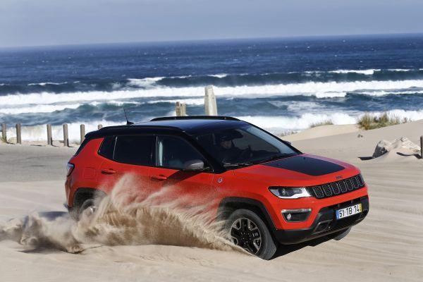 Jeep Compass Trailhawk sulla spiaggia