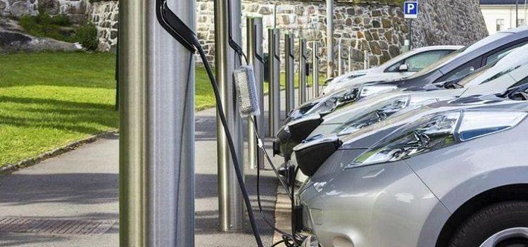 Flotte auto elettriche? Alle aziende piace l'ibrido (e il Diesel)
