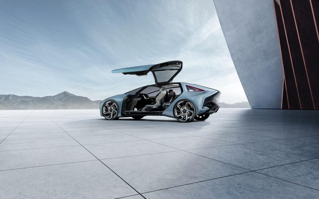 Lexus UX Hybrid si rinnova