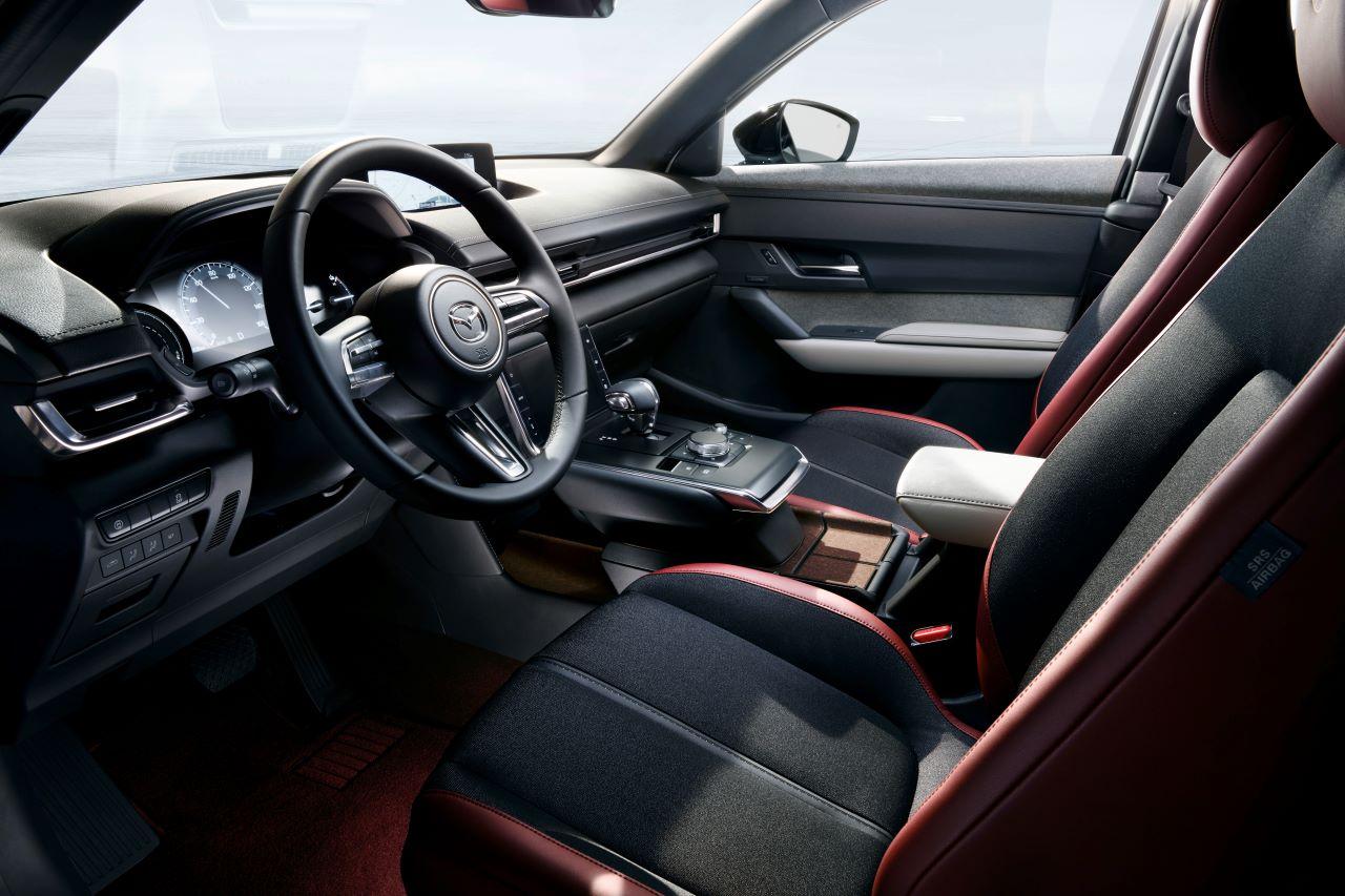 Mazda MX-30, interni nella speciale edizione 100° Anniversario