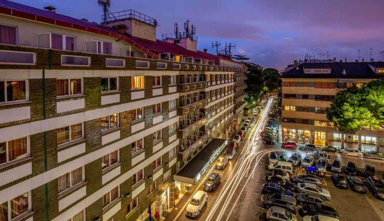 Omnia Hotels riapre