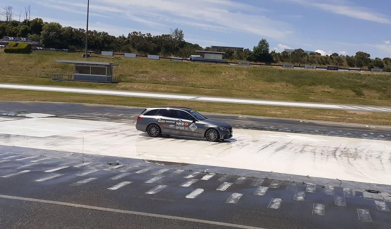 Guida sicura Mercedes