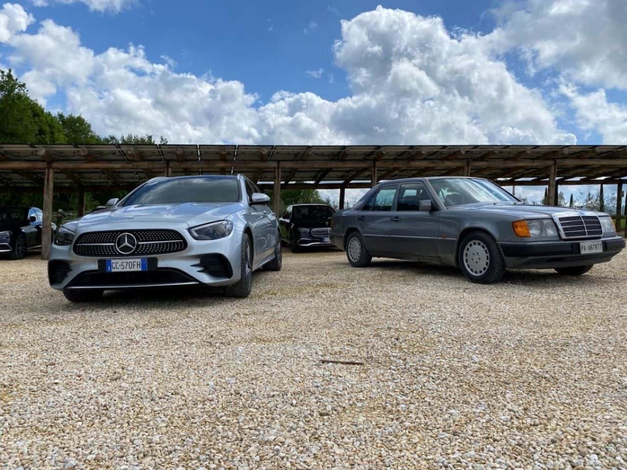 La nuova e la oldtimer Mercedes Classe E