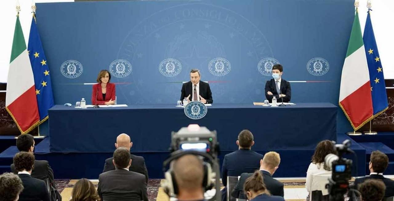 conferenza-stampa-draghi-il-green-pass-e-obbligatorio-per-eventi